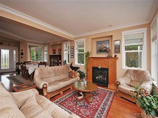 Photo 2: 2523 Fielding Pl in VICTORIA: CS Tanner House for sale (Central Saanich)  : MLS®# 613800