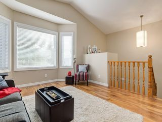 Photo 4: 13 SHAWGLEN Court SW in Calgary: Shawnessy House for sale : MLS®# C4142331