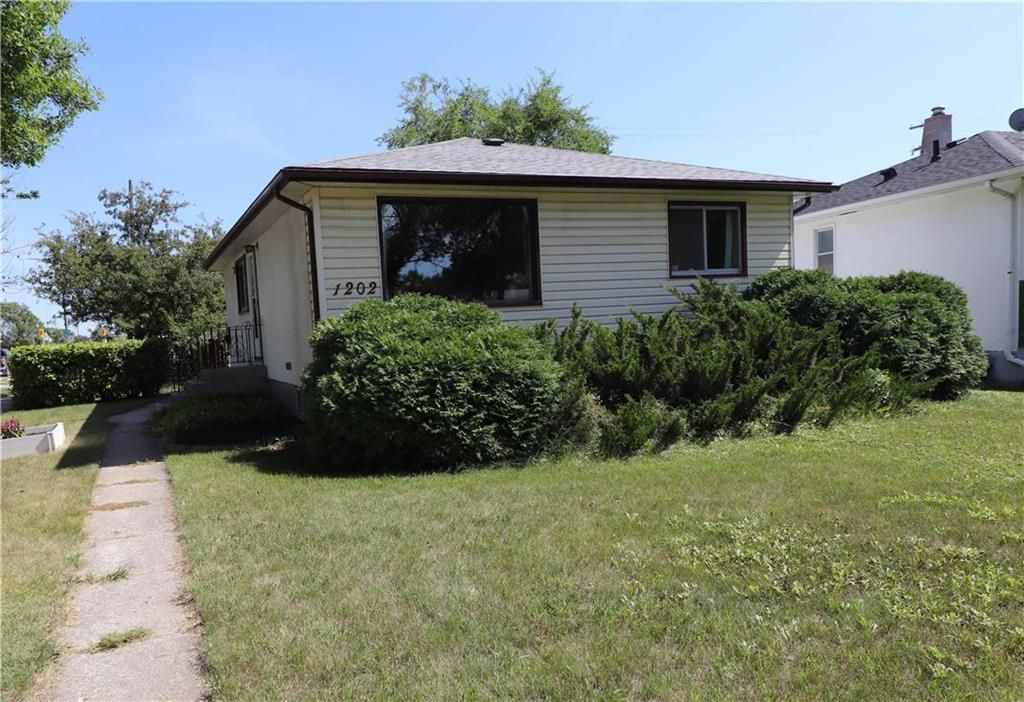 Main Photo: 1202 McCalman Avenue in Winnipeg: East Elmwood Residential for sale (3B)  : MLS®# 202020811