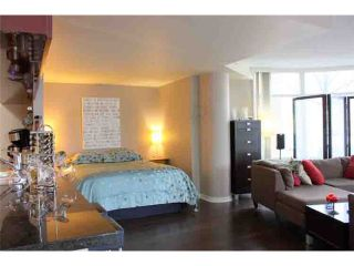 "Photo 3: 190 COOPER'S MEWS BB in Vancouver: False Creek North Condo for sale in ""QUAY WEST"" (Vancouver West)  : MLS®# V881995"