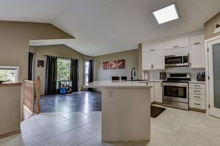 Photo 10: 23 Country Hills Link NW in Calgary: Country Hills Detached for sale : MLS®# A1136461