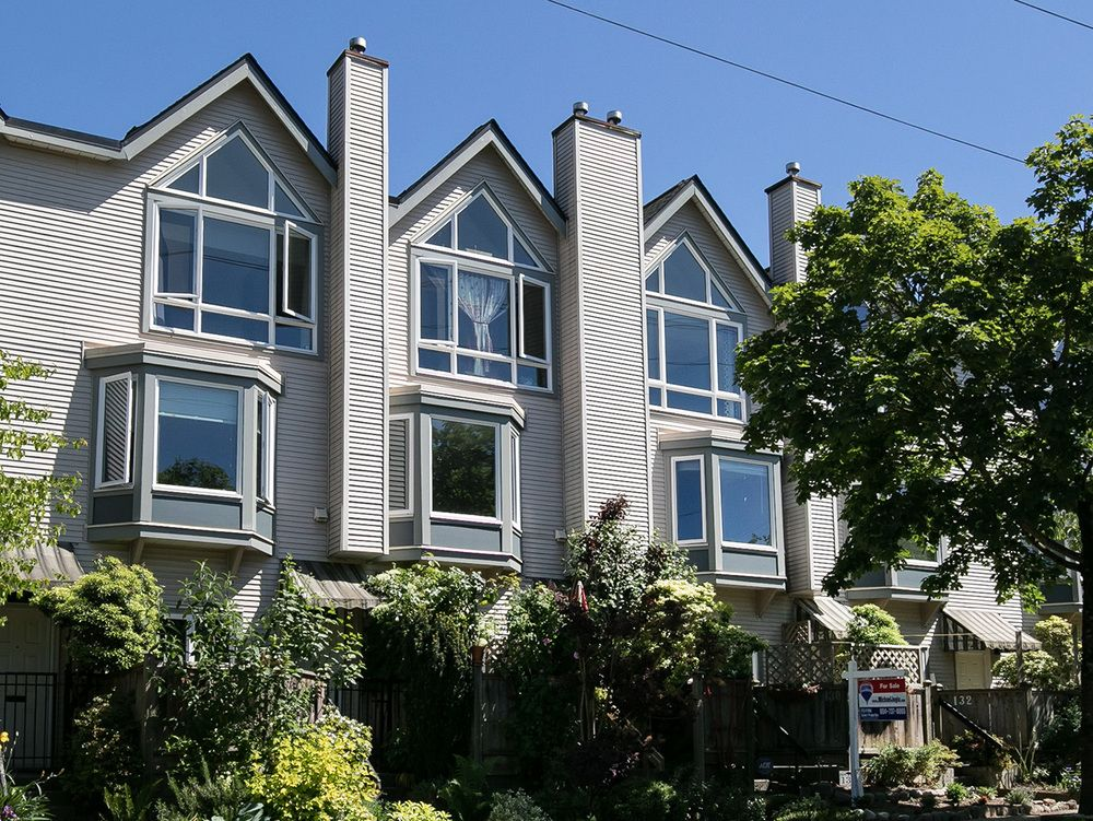 Main Photo: 130 LAKEWOOD DRIVE in Vancouver East: Hastings Home for sale ()  : MLS®# R2067409