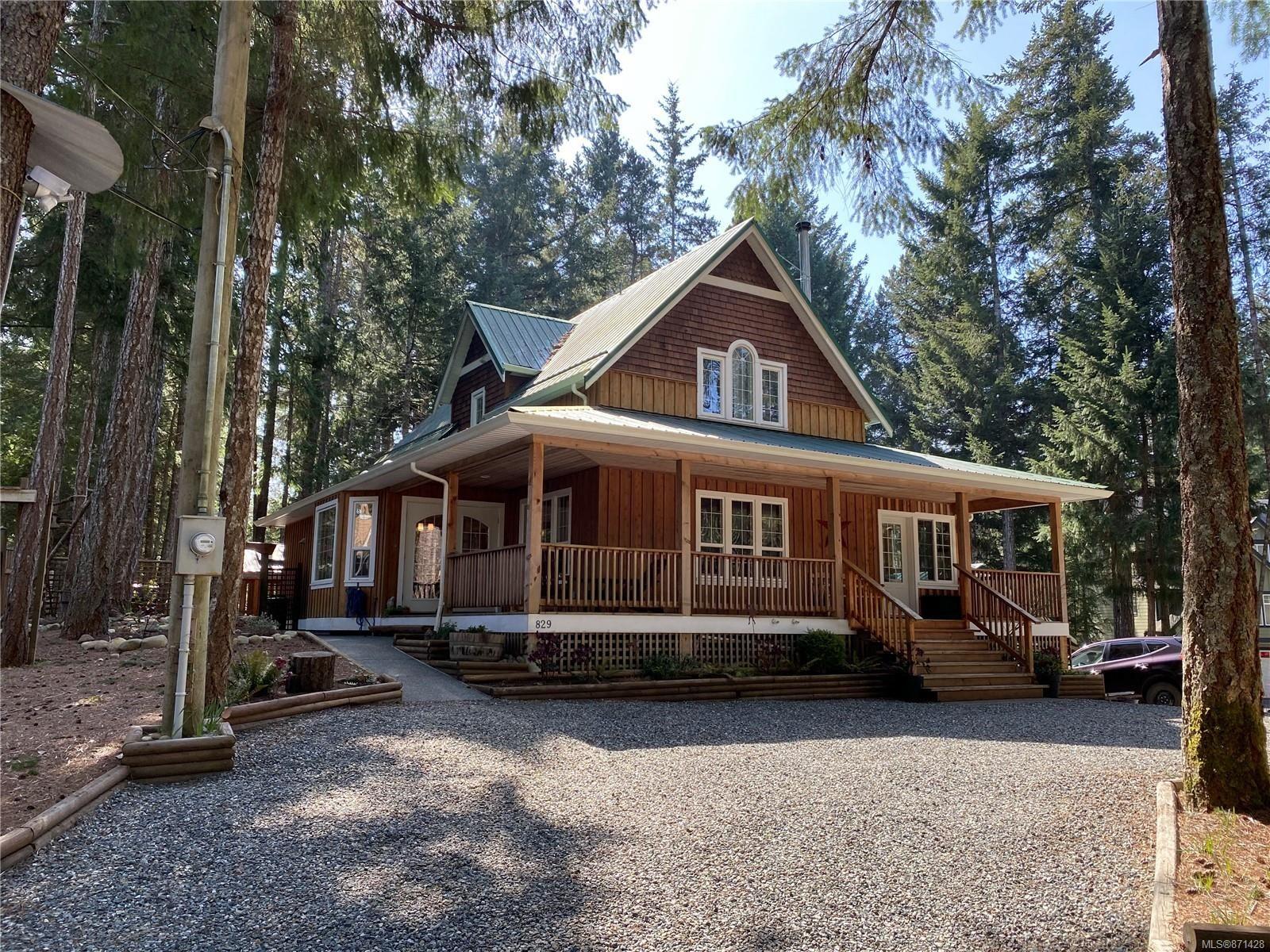 Main Photo: 829 Lazo Rd in : CV Comox Peninsula House for sale (Comox Valley)  : MLS®# 871428