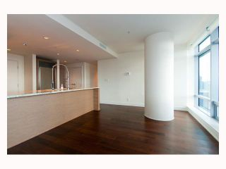 """Photo 4: 3308 1111 ALBERNI Street in Vancouver: West End VW Condo for sale in """"SHANGRI-LA"""" (Vancouver West)  : MLS®# V812031"""