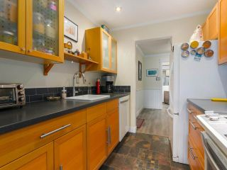 """Photo 8: 103 222 N TEMPLETON Drive in Vancouver: Hastings Condo for sale in """"CAMBRIDGE COURT"""" (Vancouver East)  : MLS®# R2383049"""