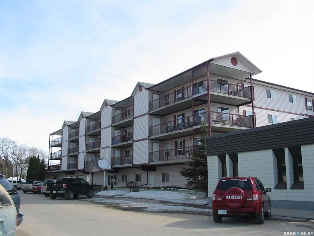 Main Photo: 302 220 1st Street East in Nipawin: Residential for sale : MLS®# SK856973