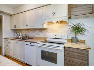 """Photo 8: 40 9101 FOREST GROVE Drive in Burnaby: Forest Hills BN Townhouse for sale in """"ROSSMOOR"""" (Burnaby North)  : MLS®# R2374547"""