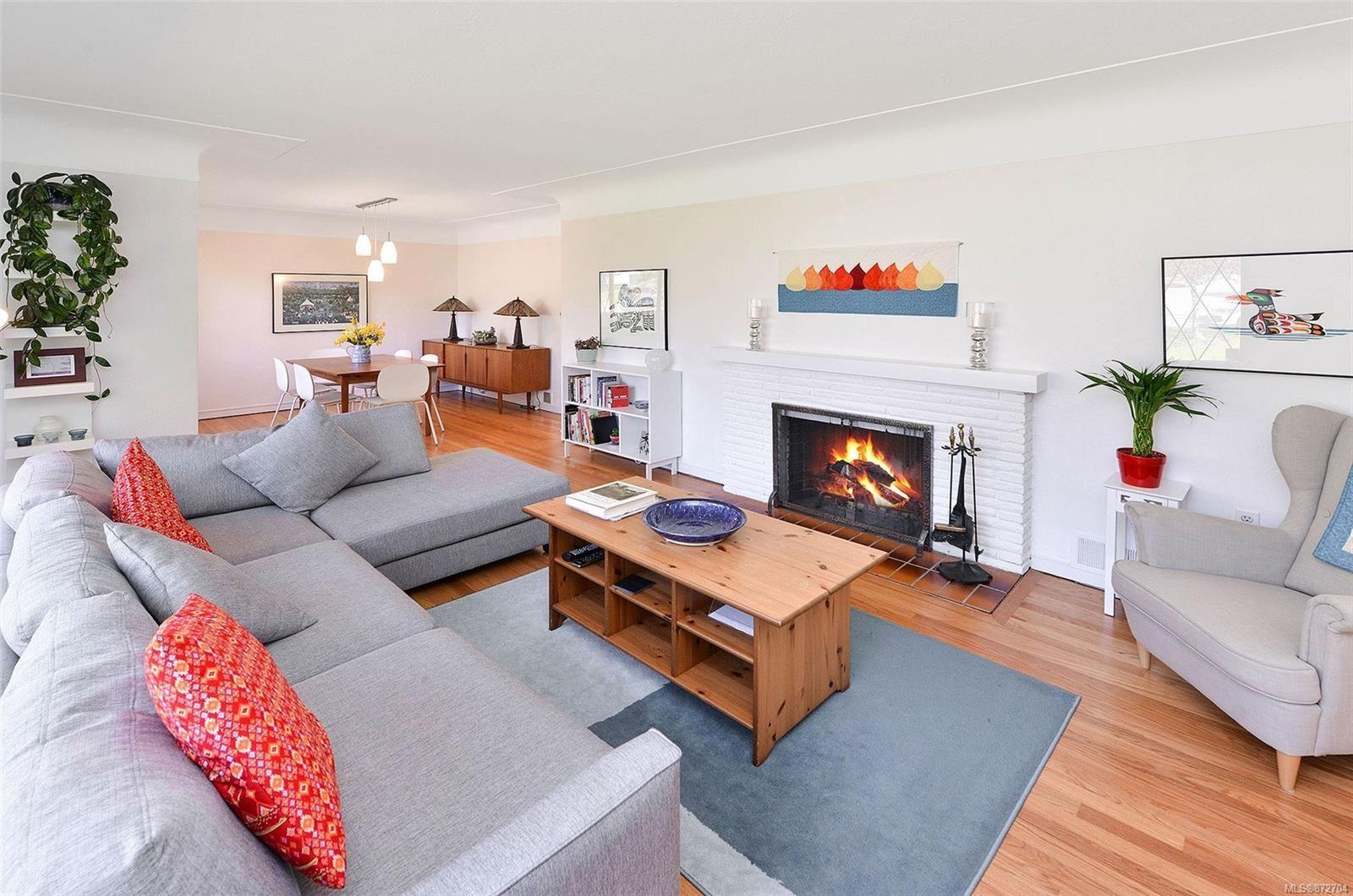 Photo 6: Photos: 2183 Sandowne Rd in : OB Henderson House for sale (Oak Bay)  : MLS®# 872704