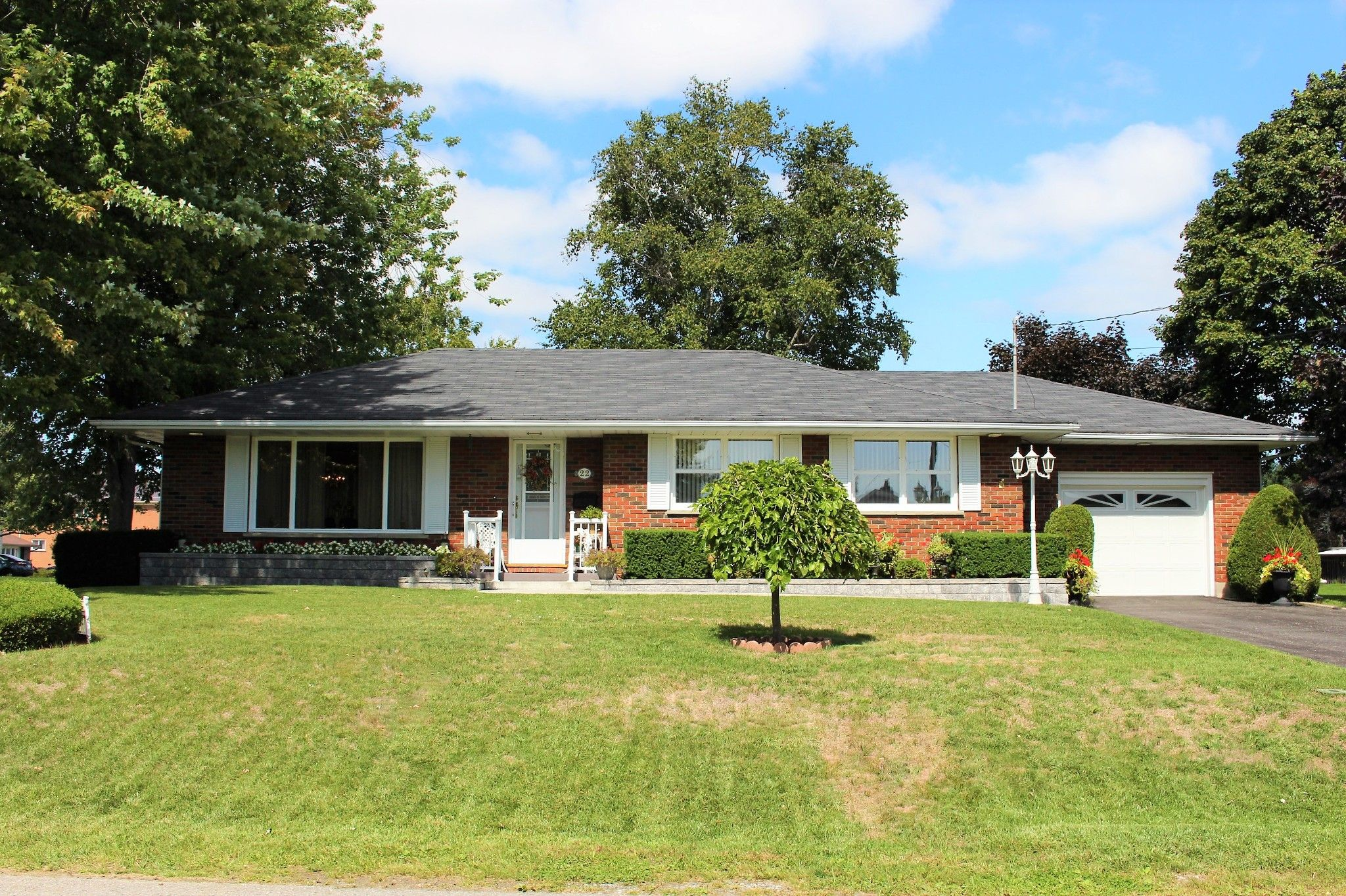 Main Photo: 22 Moore Drive in Port Hope: House for sale : MLS®# 40020393