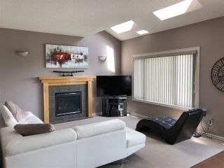 Photo 2: 924 CHAHLEY Crescent in Edmonton: Zone 20 House for sale : MLS®# E4203699