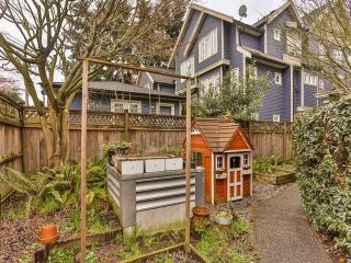 "Photo 13: 402 1723 FRANCES Street in Vancouver: Hastings Condo for sale in ""SHALIMAR GARDENS"" (Vancouver East)  : MLS®# R2043498"