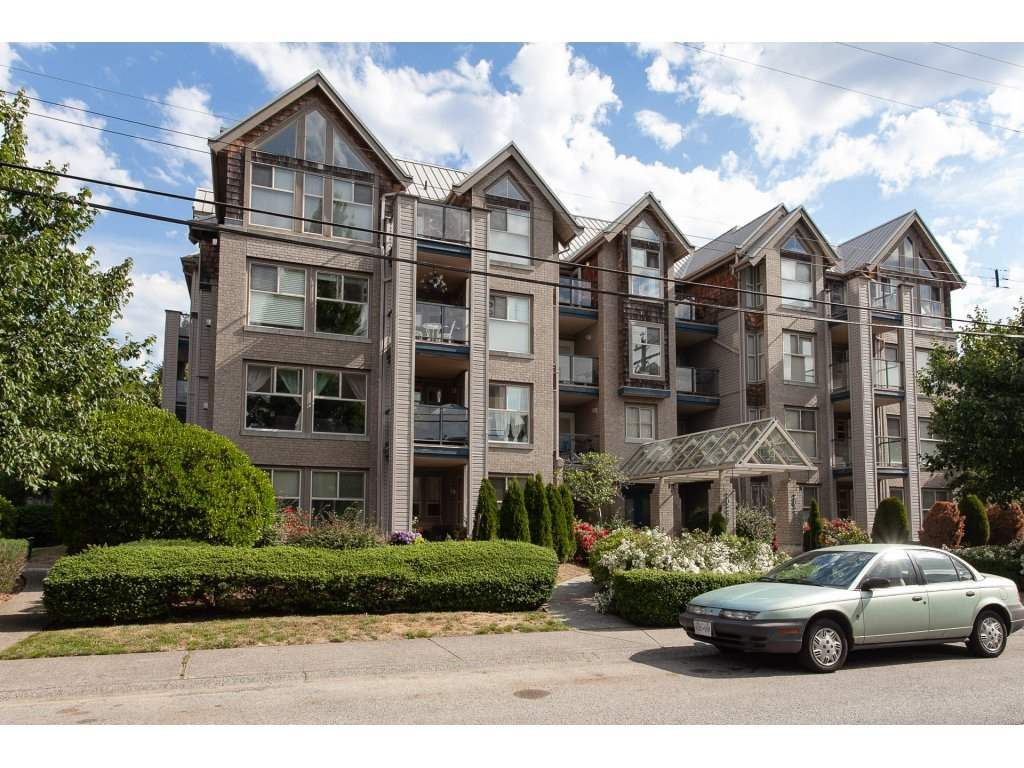 """Main Photo: 401 20237 54 Avenue in Langley: Langley City Condo for sale in """"The Avante"""" : MLS®# R2282062"""