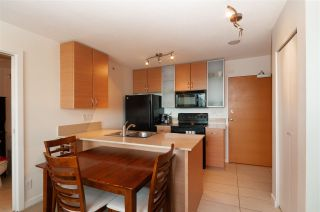 """Photo 8: 2208 928 HOMER Street in Vancouver: Yaletown Condo for sale in """"Yaletown Park"""" (Vancouver West)  : MLS®# R2373790"""