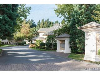 Photo 2: 301 510 Marsett Pl in VICTORIA: SW Royal Oak Row/Townhouse for sale (Saanich West)  : MLS®# 684520