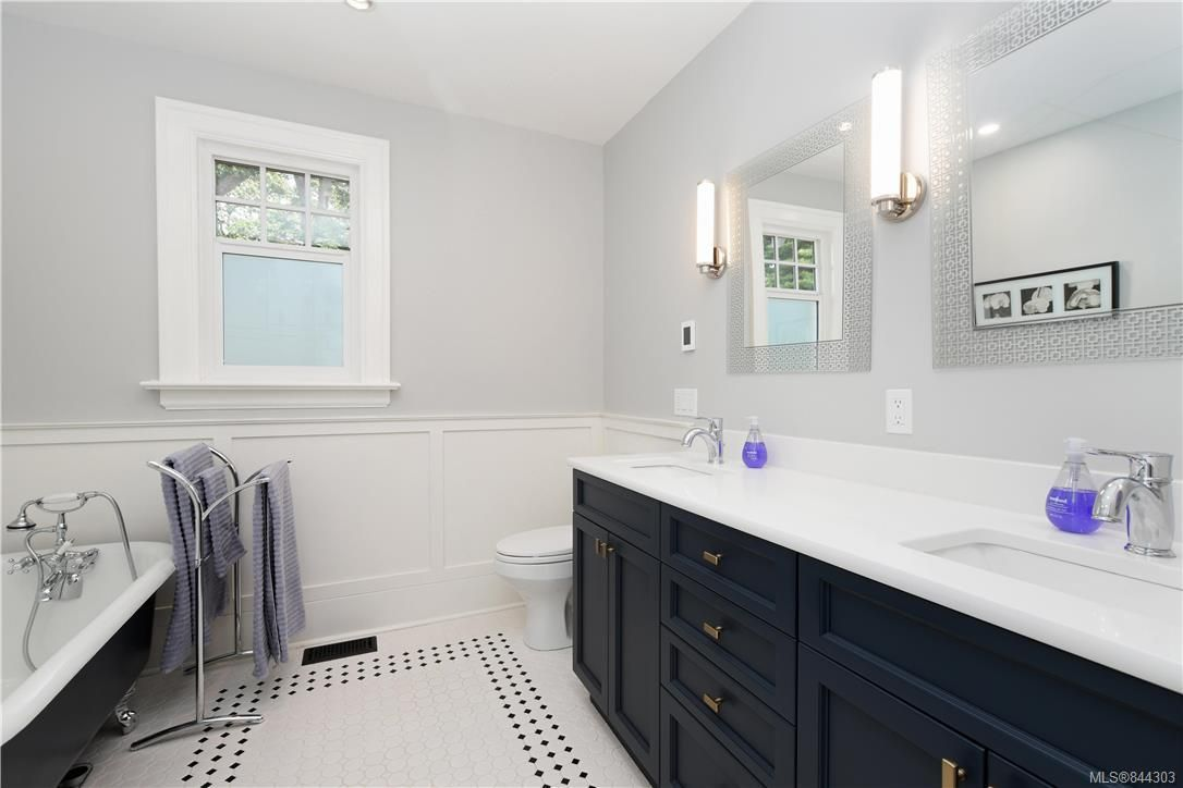 Photo 19: Photos: 2420 Nottingham Rd in Oak Bay: OB Estevan House for sale : MLS®# 844303
