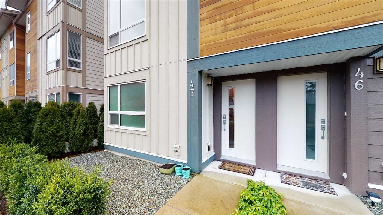 "Main Photo: 47 1188 WILSON Crescent in Squamish: Dentville Townhouse for sale in ""The Current"" : MLS®# R2569700"