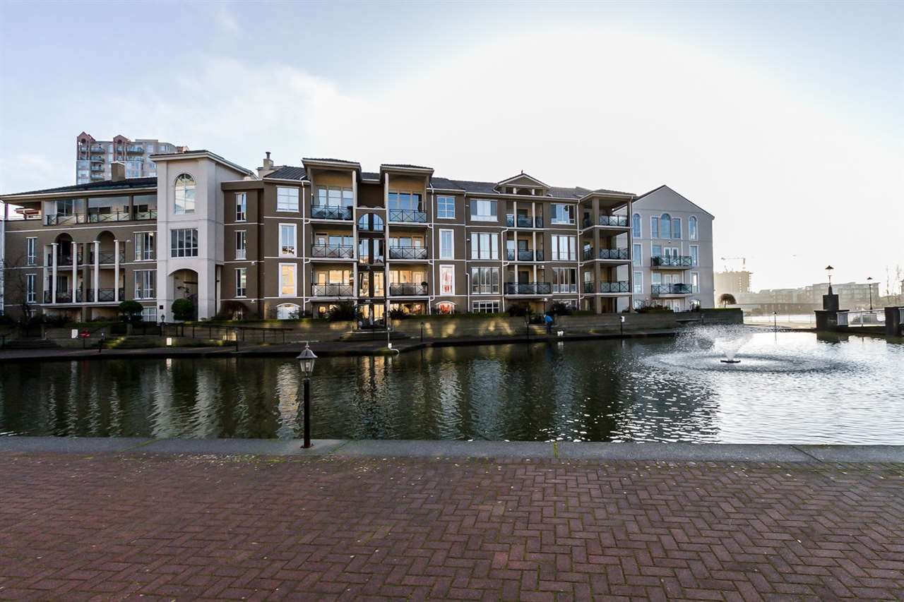 Main Photo: 102 2 RENAISSANCE SQUARE in : Quay Condo for sale : MLS®# R2036526