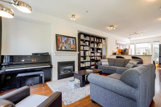 """Photo 5: 24 20120 68 Avenue in Langley: Willoughby Heights Townhouse for sale in """"The Oaks"""" : MLS®# R2599788"""