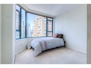 """Photo 7: 2204 888 HAMILTON Street in Vancouver: Yaletown Condo for sale in """"Rosedale Garden Residences"""" (Vancouver West)  : MLS®# R2095328"""