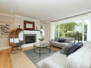 Photo 2: 953 Pattullo Pl in VICTORIA: OB South Oak Bay House for sale (Oak Bay)  : MLS®# 812038