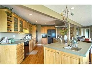 Photo 3: 6665 Tamany Dr in VICTORIA: CS Tanner House for sale (Central Saanich)  : MLS®# 436222