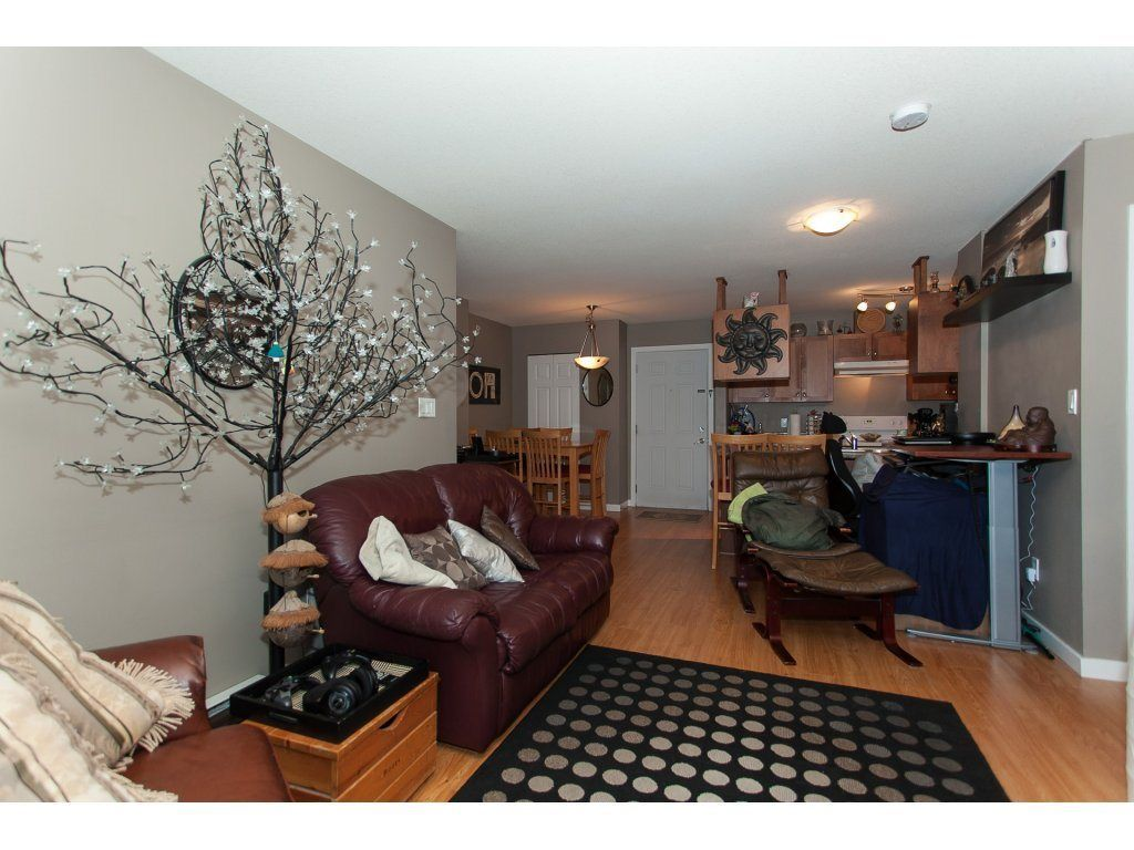 """Photo 12: Photos: 412 33960 OLD YALE Road in Abbotsford: Central Abbotsford Condo for sale in """"Old Yale Heights"""" : MLS®# R2241666"""