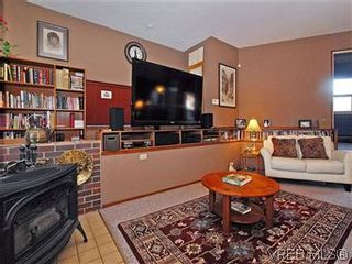 Photo 3: 1242 Astra Pl in VICTORIA: SE Maplewood House for sale (Saanich East)  : MLS®# 601419