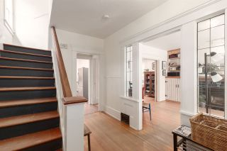 """Photo 2: 1937 GRAVELEY Street in Vancouver: Grandview Woodland House for sale in """"Commercial Drive"""" (Vancouver East)  : MLS®# R2404224"""