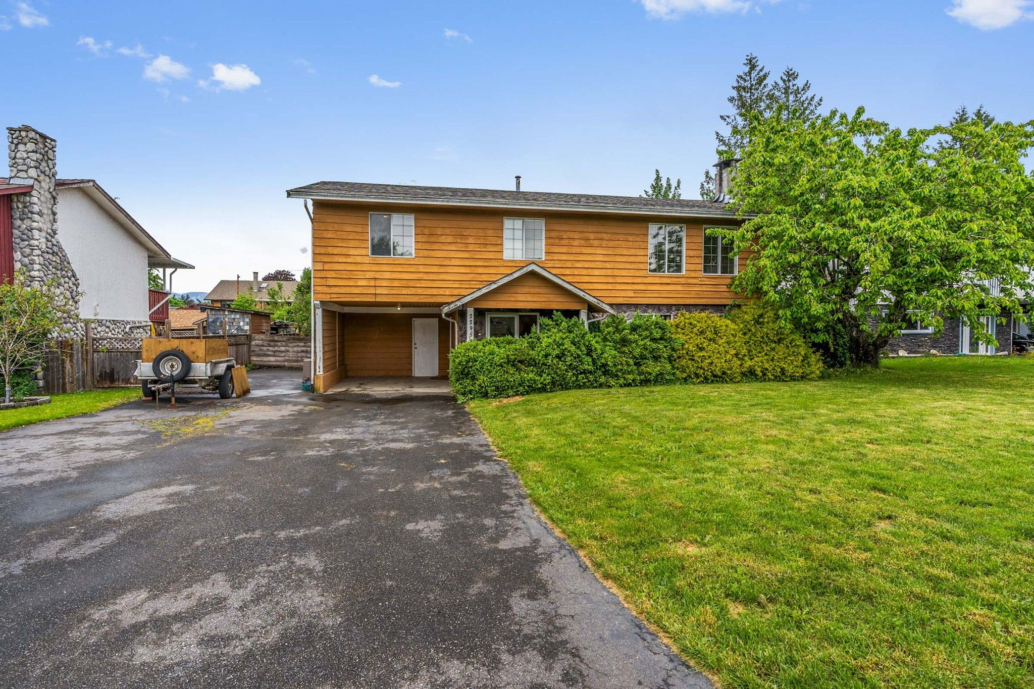 Main Photo: 22953 GILLEY Avenue in Maple Ridge: East Central House for sale : MLS®# R2456718