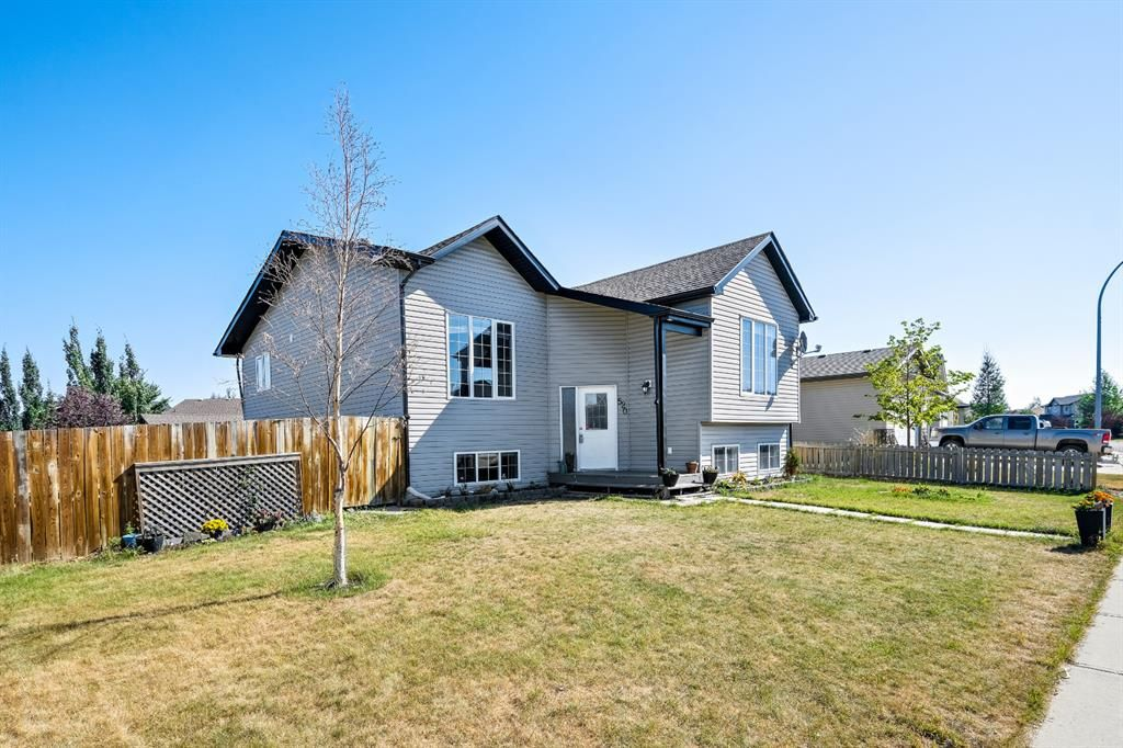 Main Photo: 520 Carriage Lane Drive: Carstairs Detached for sale : MLS®# A1138695
