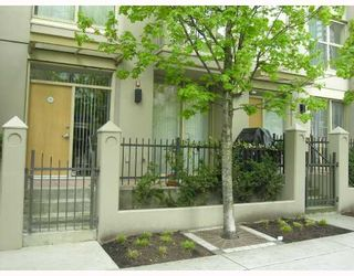 """Photo 1: TH17 969 RICHARDS Street in Vancouver: Downtown VW Townhouse for sale in """"MONDRIAN 2"""" (Vancouver West)  : MLS®# V706935"""