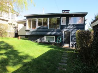 Photo 5: 334 HOULT Street in New Westminster: The Heights NW House for sale : MLS®# R2050186