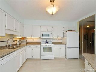 Photo 3: 213 225 Belleville St in VICTORIA: Vi James Bay Condo for sale (Victoria)  : MLS®# 690610