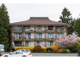 Photo 2: 403 1005 McKenzie Ave in VICTORIA: SE Quadra Condo for sale (Saanich East)  : MLS®# 647040