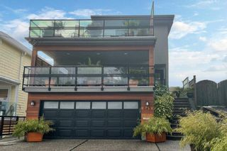 """Photo 38: 843 PARKER Street: White Rock House for sale in """"East Beach"""" (South Surrey White Rock)  : MLS®# R2590791"""