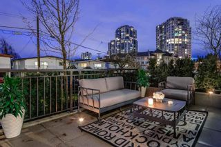 Photo 1: 5520 E Ormidale Street in Vancouver: Townhouse for sale : MLS®# R2231237