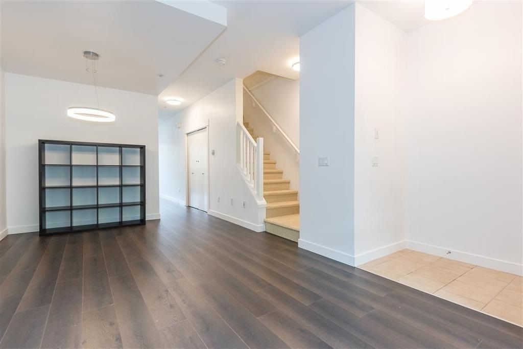 """Photo 4: Photos: 9 307 E 15TH Street in North Vancouver: Central Lonsdale Townhouse for sale in """"AVONDALE"""" : MLS®# R2477092"""