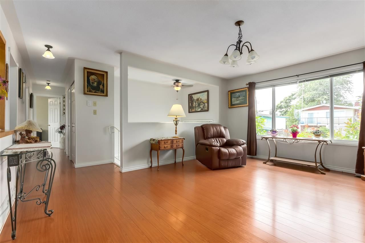 Photo 4: Photos: 7656 JUNIPER Street in Mission: Mission BC House for sale : MLS®# R2295491
