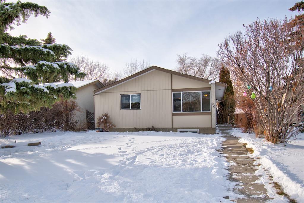 Main Photo: 180 Maitland Place NE in Calgary: Marlborough Park Detached for sale : MLS®# A1048392