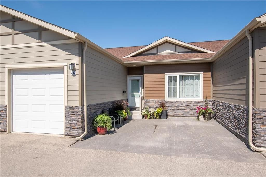 Main Photo: 2 80 Sandrington Drive in Winnipeg: Condominium for sale (2E)  : MLS®# 202021038