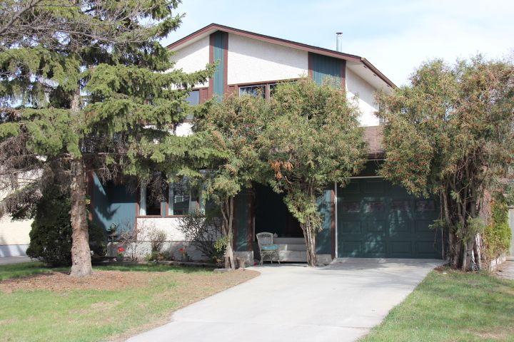 Main Photo: 153 Whitley Drive in WINNIPEG: St Vital Residential for sale (South East Winnipeg)  : MLS®# 1309761