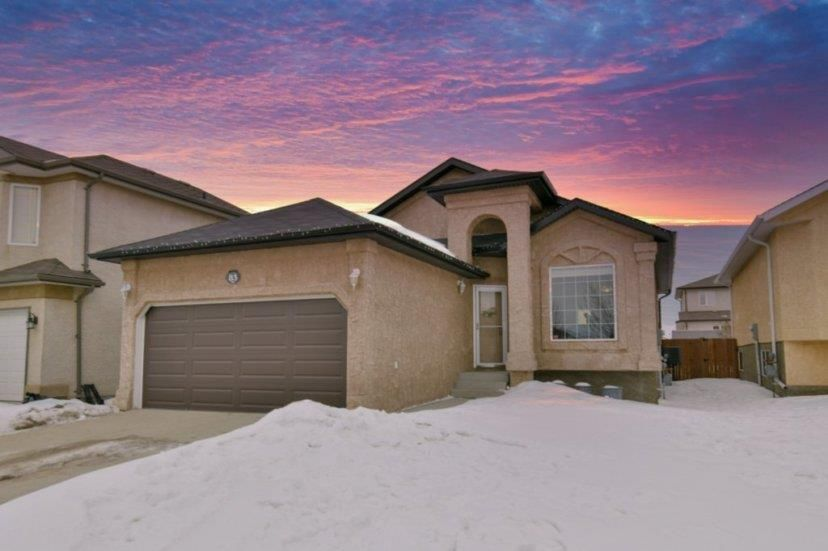 Main Photo: 83 Langley Bay in Winnipeg: Richmond West Residential for sale (1S)  : MLS®# 202005640