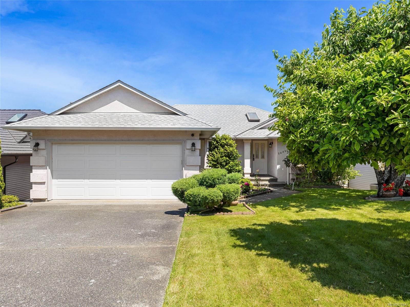 Main Photo: 5685 Carrington Rd in Nanaimo: Na North Nanaimo House for sale : MLS®# 879847