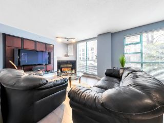 "Photo 2: 933 HOMER Street in Vancouver: Yaletown Townhouse for sale in ""THE PINNACLE"" (Vancouver West)  : MLS®# R2562224"