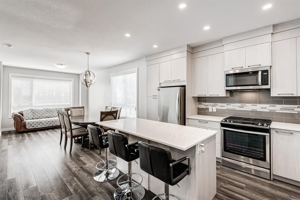 Photo 9: Photos: 125 Redstone Crescent NE in Calgary: Redstone Row/Townhouse for sale : MLS®# A1124721