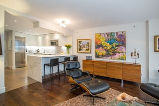 """Photo 4: 1902 930 CAMBIE Street in Vancouver: Yaletown Condo for sale in """"Pacific Place Landmark II"""" (Vancouver West)  : MLS®# R2361842"""