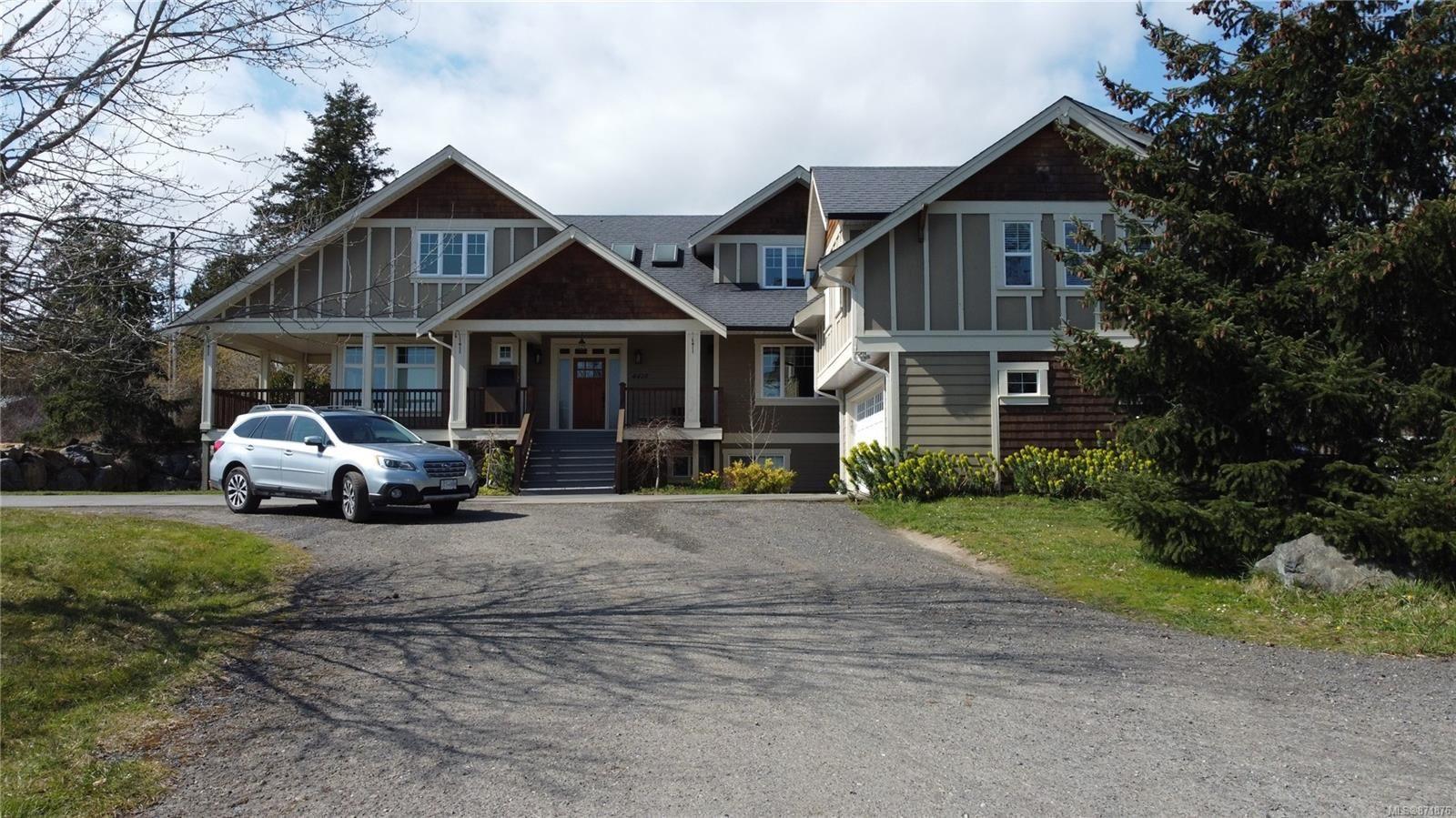 Photo 3: Photos: 4420 Wilkinson Rd in : SW Royal Oak House for sale (Saanich West)  : MLS®# 871876