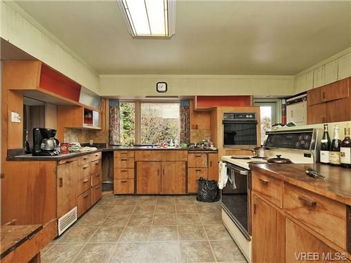 Photo 6: Photos: 3821 Synod Rd in VICTORIA: SE Cedar Hill House for sale (Saanich East)  : MLS®# 655505