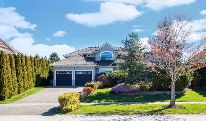 FEATURED LISTING: 2348 CHANTRELL PARK Drive Surrey