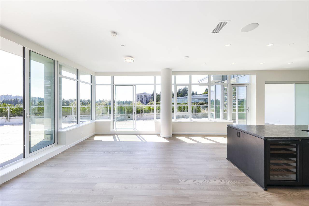 """Main Photo: 702 768 ARTHUR ERICKSON Place in West Vancouver: Park Royal Condo for sale in """"EVELYN - Forest's Edge PENTHOUSE"""" : MLS®# R2549644"""